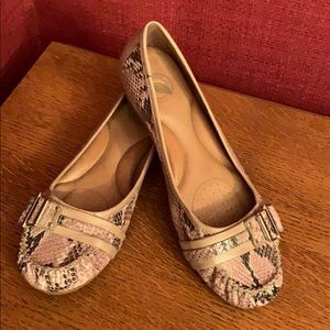 Snakeskin pattern loafers w/buckle from Nurture